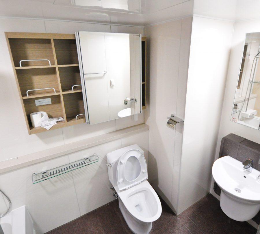 phòng tắm màu sáng thiết kế tối giản