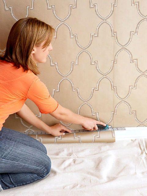 cắt mép thừa giấy dán tường