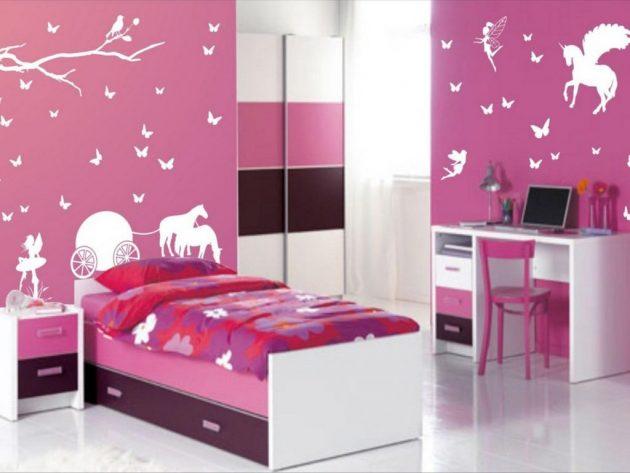 Phòng ngủ màu hồng tím với họa tiết màu trắng nổi bật