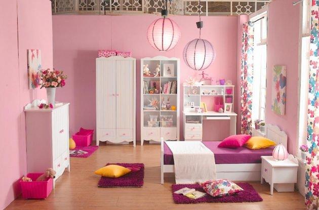 Phòng ngủ trang trí bằng đèn lồng treo